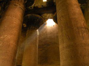Pilaren zon in tempel